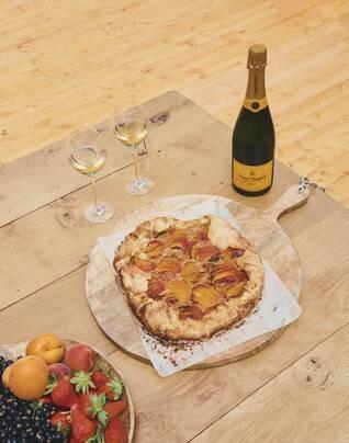 Mini focaccia galore and Apricot crostata